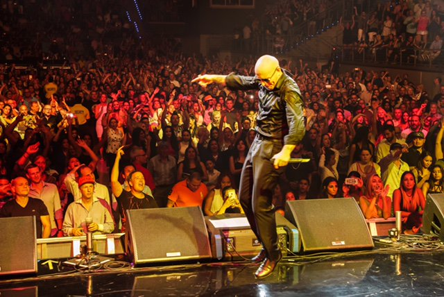 Toronto, don't stop the party #BadManTour @MolsonCanAmp with @PrinceRoyce, @FarrukoOfficial & @FuegoFBM #Dale https://t.co/3eCjxxkIbN