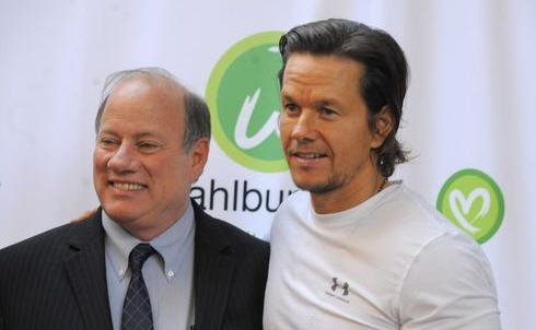Mark Wahlberg makes appearance at Greektown restaurant
