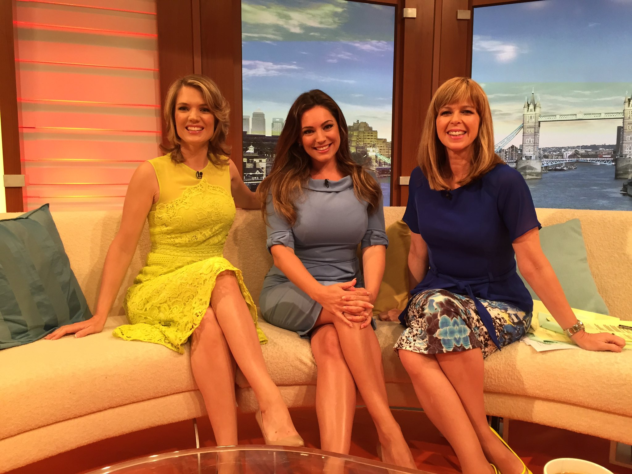 Big thanks to the gorgeous @IAMKELLYBROOK for getting up early to join us on the @GMB sofa this morning x https://t.co/8b19q0Z3Kc