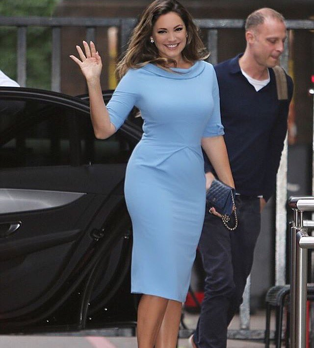 RT @ThePrettyDress: Make an entrance @IAMKELLYBROOK in our Hollywood Cornflower dress on her way to @GMB PR by @JennyRieu  #KellyBrook http…