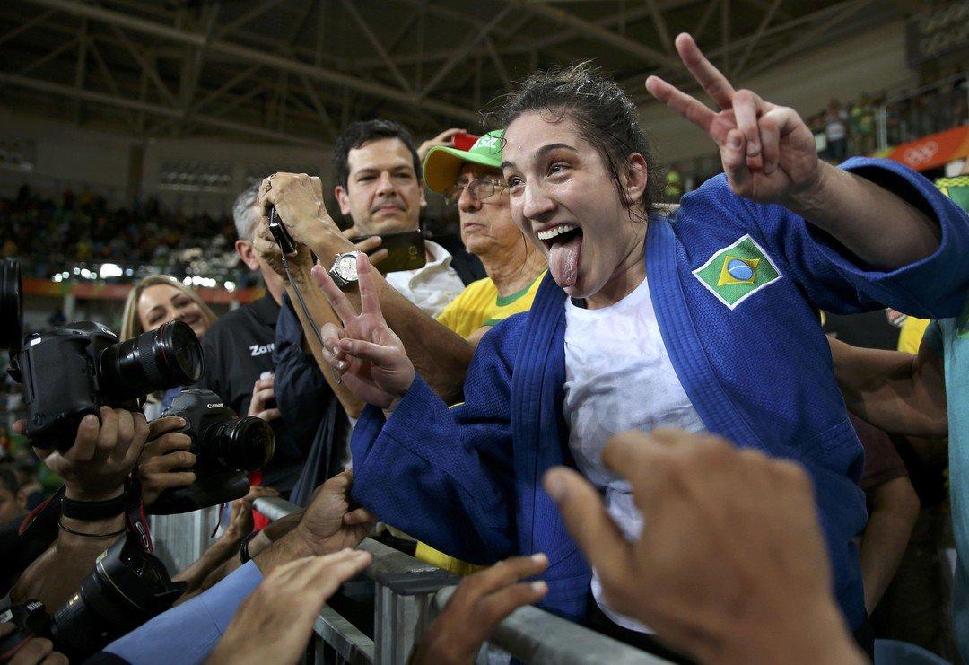 Primeira mulher a ganhar 2 medalhas em esportes individuais. Senhoras e senhores, esta é Mayra Aguiar #Rio2016 #Judo https://t.co/fgAjhLpgx5