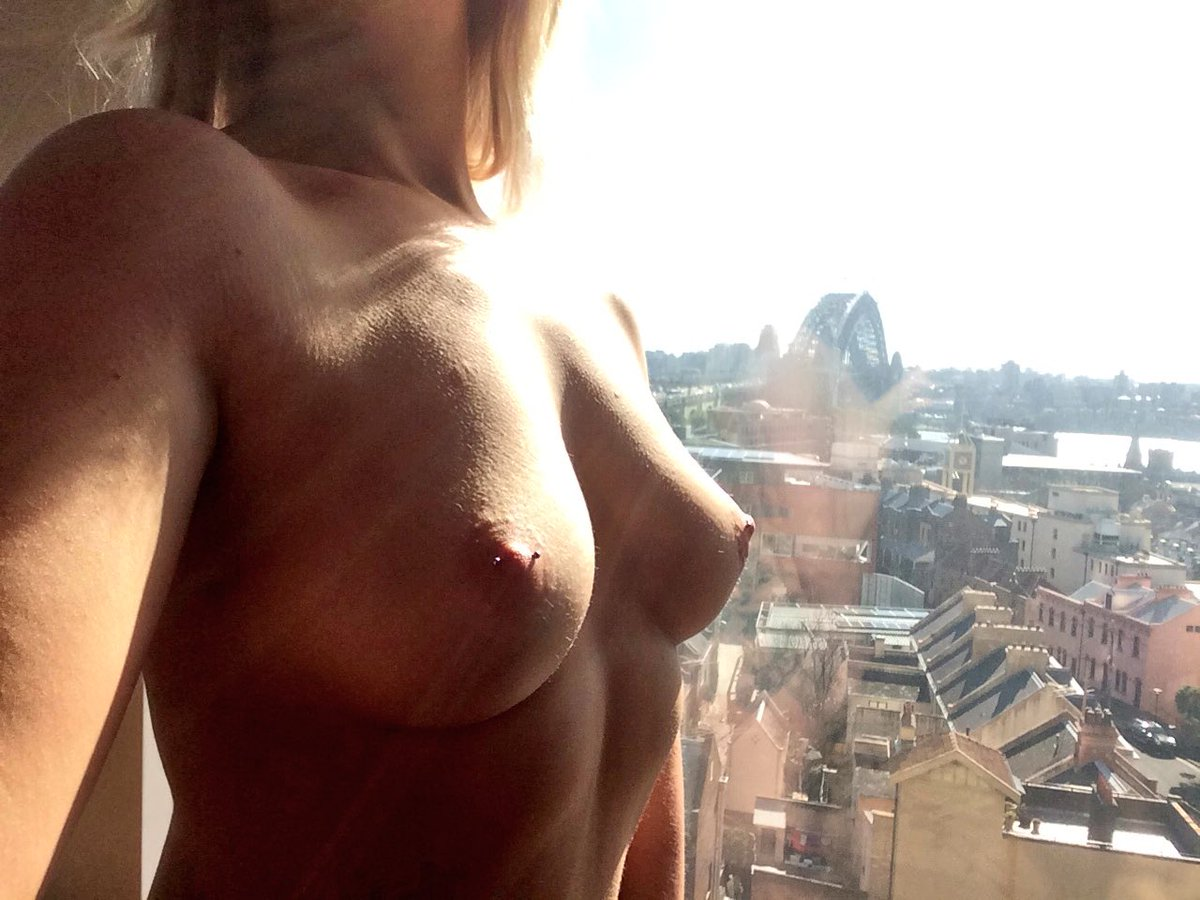 Good morning #sydney #pantsofffriday #Escort #AnalAlert #topless #thenakedlady #FreeTheNipple #topless
