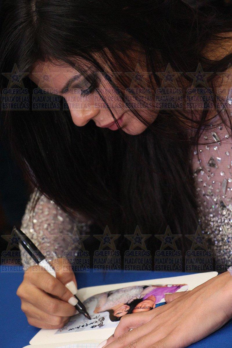 RT @luminariass: SUZY CORTEZ portada revista PLAY BOY mes agosto en firma de autógrafos. https://t.co/pPf1QBP2wq