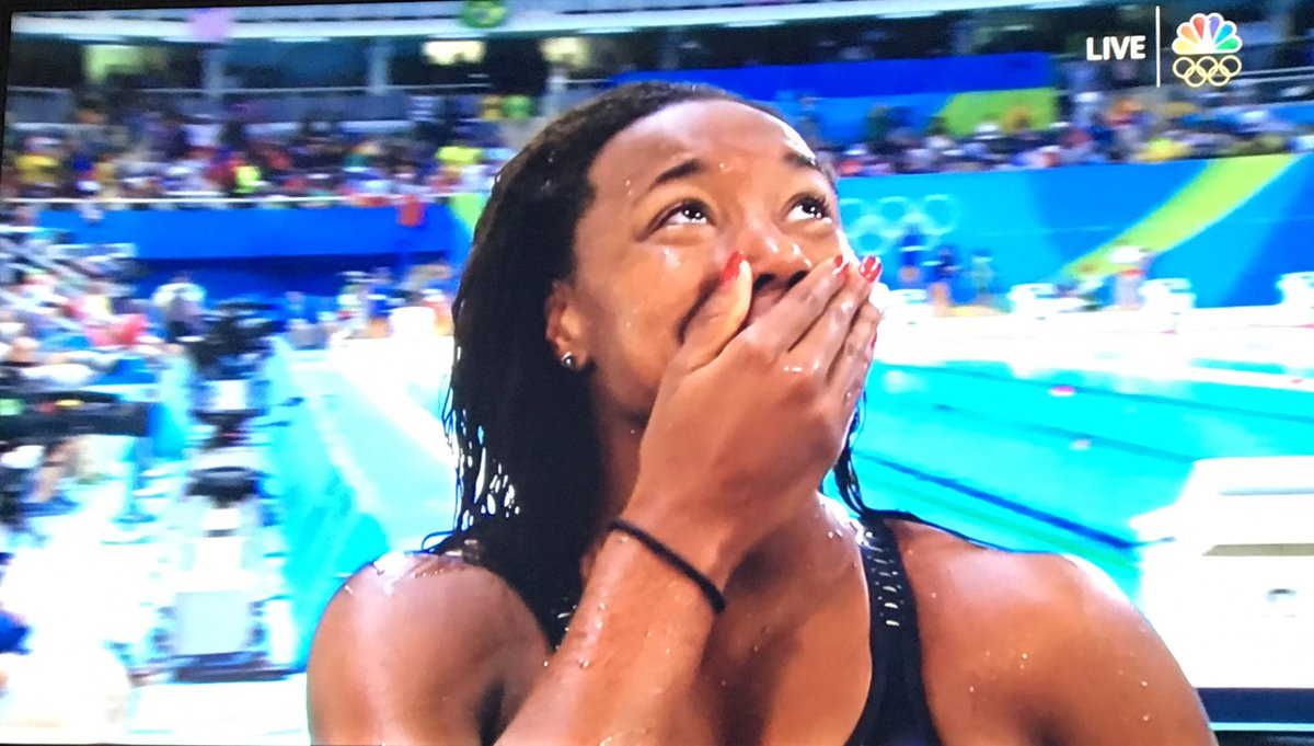 Dedicating win to those who doubt themselves, @simone_manuel claims 1st #USA gold since '84 #Swimming in 100m free https://t.co/VgtxYHoqCY