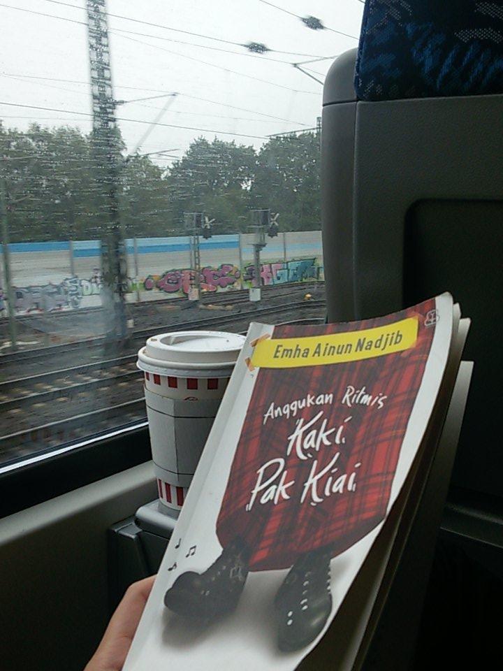 @caknundotcom Assalamualaikum Cak Nun.. Bukunya menemani saya menuju Hamburg. Salam..