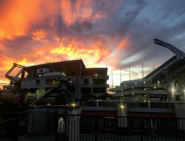 Sunsets over Williams-Brice are the best! Carolina Football is on the horizon! #GoCocks https://t.co/rNbF4kT7Tf