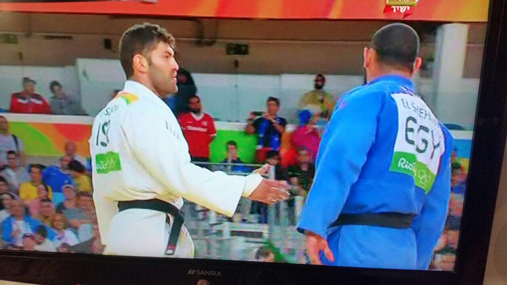 True Olympics spirit - Egyptian judoka refuses to shake hands with #ISR opponent #Rio2016 https://t.co/DBNEQYkenB