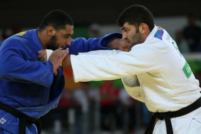 An Egyptian judoka refused to shake hands with Israeli rival after loss at Rio 2016