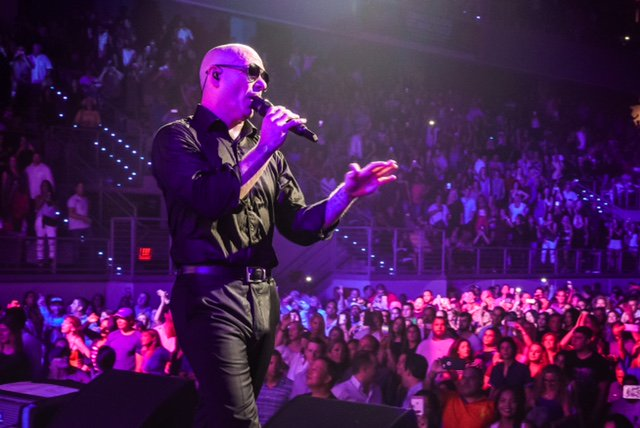 Boston, burn the roof on this thing #BadManTour @tdgarden with @PrinceRoyce, @FarrukoOfficial & @FuegoFBM #Dale https://t.co/TSrRH6tm9R