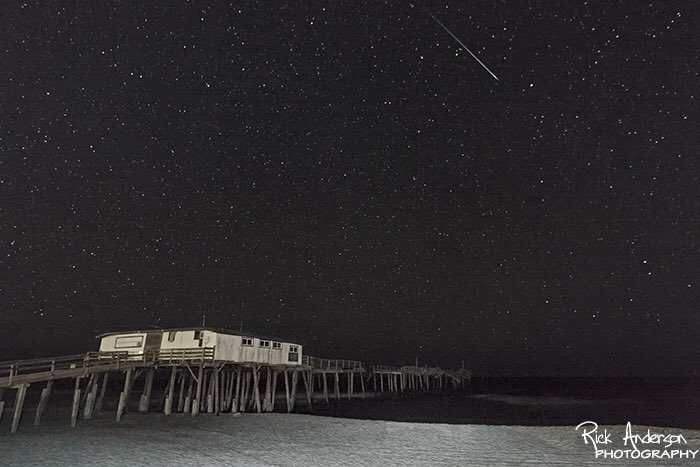 #PerseidMeteor over Frisco Pier early this morning. #obx #outerbanks #PerseidMeteorShower https://t.co/pn1T3ZrjrZ