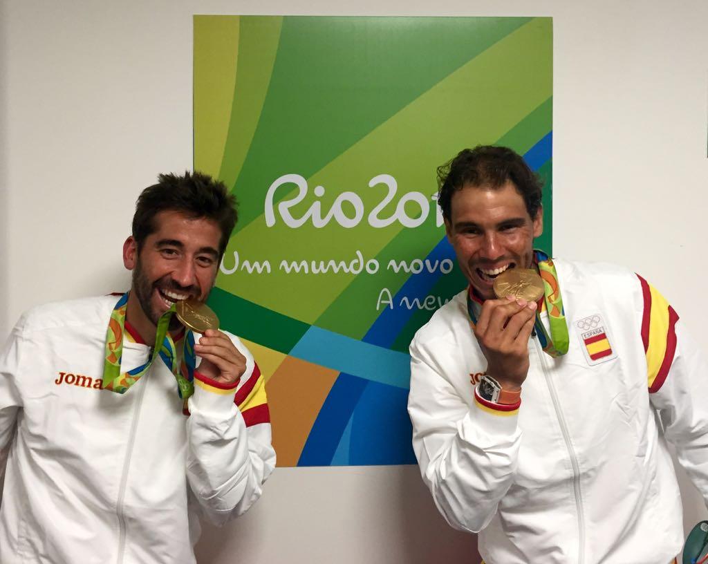 Emocionados, felices, difícil describir estas sensaciones. Tenemos la medalla de #oro!!! Grande @marclopeztarres https://t.co/nLnOK1Aqtq