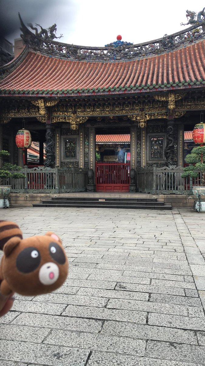 【台湾レポ】サインが終わり明日のイベントの成功とこの旅の無事を祈ってみんなで龍山寺にお参りに行きました #nozakik