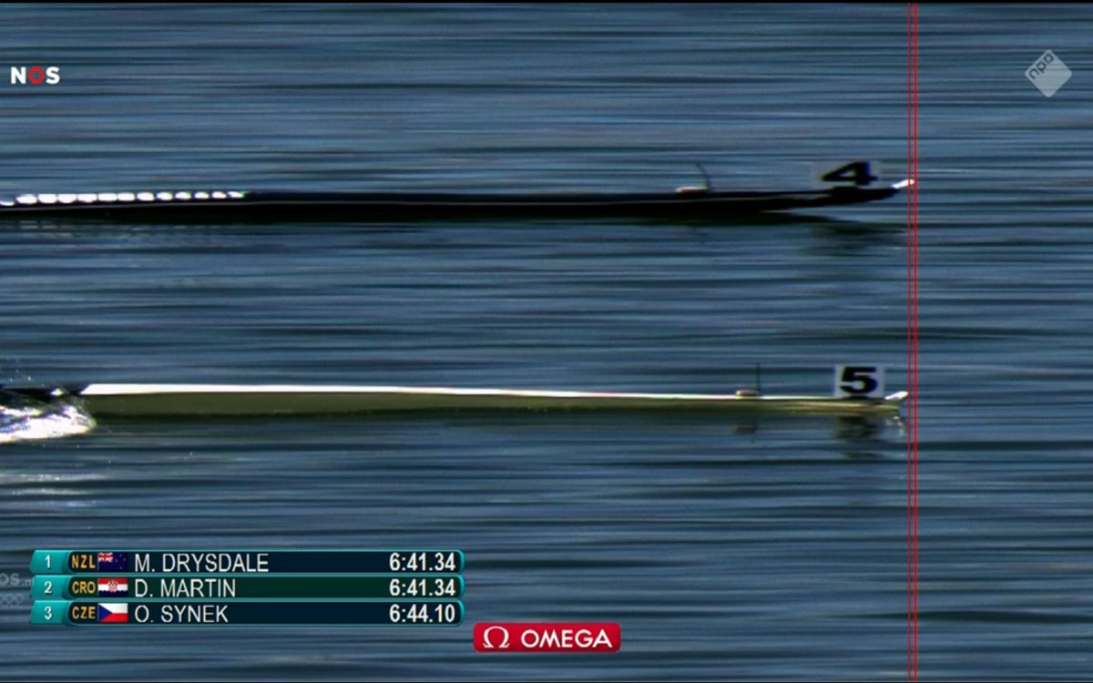 Wow, amazing. Photo finish, Drysdale vs. Martin after a 2KM race. Congrats #Nzl #rowing #Rio2016 https://t.co/zC4200EM2M