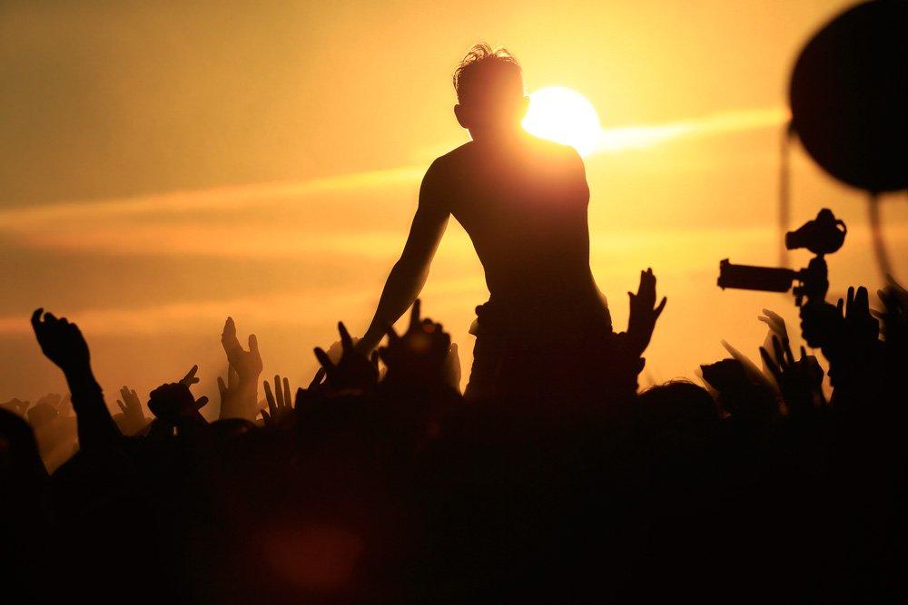 朝日引っぱり出したぜ! RT @ShowcasePrints: BRAHMAN RISING SUN ROCK FESTIVAL公演の写真を公開、販売開始しました。 https://t.co/HkuIYKL4Ng https://t.co/m1VG0CQKwB