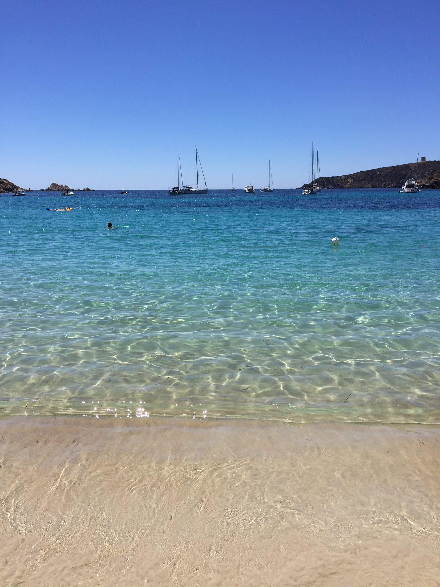 Con un mare così il riposo è assicurato! #tuerredda #Sardinia #Sardegna #Summer2016 https://t.co/P9peNP3Gfc