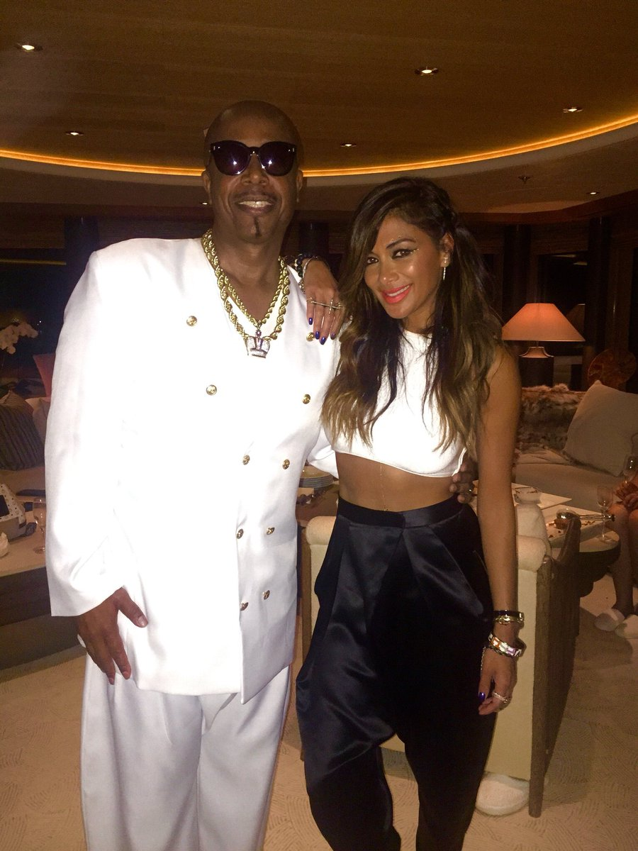 RT @MCHammer: I do love @NicoleScherzy taste in pants !!!! Dope Gurl ????????????????????????  She killed the #Yachtcert #Hammerpants @Iam360WISE https://t.c…