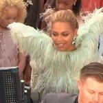 Beyoncé chegou com todas as meninas que participaram do LEMONADE! #VMAs #BeyMAs https://t.co/2fqoQ5l5jG