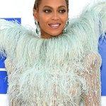 Beyoncé looking gorgeous tonight! #VMAs https://t.co/ss7dCXfrHc