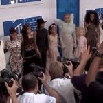 beyoncé brought travyon martins, oscar grants, mike browns and eric garners moms to the #VMAs she is so amazing https://t.co/vgZUisb48m
