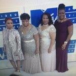 Beyoncé brought the mothers of Mike Brown, Trayvon Martin, Eric Garner & Oscar Grant to the #VMAs tonight ❤️🍋 https://t.co/iAI7LPxoZU