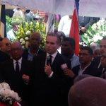#EnVivoCDN: A punto de ser sepultados los restos de #HatueyDeCamps. Familiares expresaron gran pesar por la pérdida. https://t.co/JbaRAD4D4F