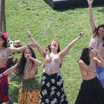 "Organizadores se manifestaron ""felices y orgullosos"" con primer picnic en topless de Chile https://t.co/JDnioQUraK https://t.co/Tz8b0B8tMG"