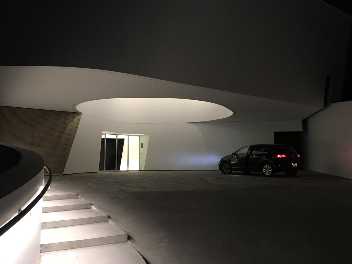 """RT @studiospanakis: Is this the most spectacular hotel entrance? @7132Hotel <a href=""""https://t.co/L4VemO5vEN"""" target='_blank'>t.co</a>"""