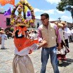 Estoy en #Atlixco en la pega del bando patrio con el alcalde @Luis_Galeazzi_B #PueblaMagico https://t.co/73IDwi3XGh