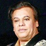 ULTIMA HORA: Muere cantautor mexicano Juan Gabriel, 66 años, en Sta. Mònica, CA. de infarto. Mas @univisionNY 6PM https://t.co/Hkf1SpkdTw
