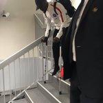 Aurier repart sur des béquilles. #ASMPSG https://t.co/HIgHGrA5Qh