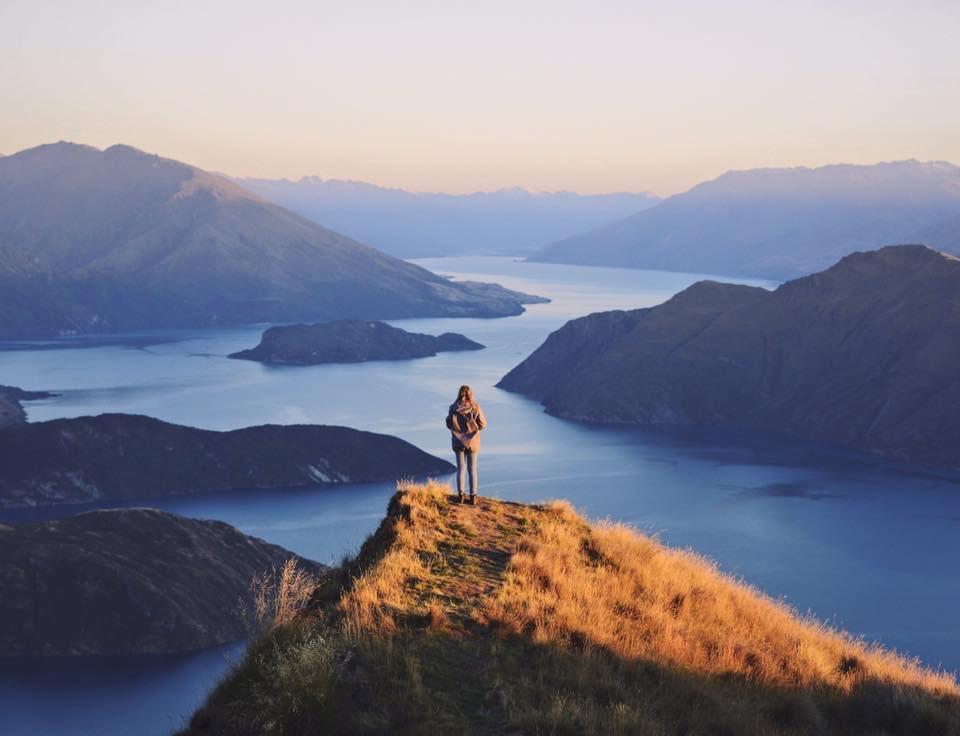 On top of the world. #NZMustDo  [📍Lake Wanaka. 📷: @COTWstories]  #Travel #NewZealand https://t.co/EfLfDi0Aw0