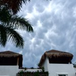 Nube Mammatus en Cancún en estos momentos @VivoEnCancun @ClimaYucatan @chematierra https://t.co/1nxQeJ0sJd