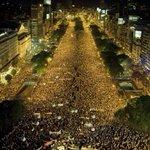 La foto de la izquierda es la #MarchaDeLaResistencia , la otra fue el 8N contra CFK. Ni una marcha saben hacer. https://t.co/dg5W3B1hli