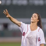 Aly Raisman threw out the 1st pitch at Fenway—and Big Papi got to try on her medals VIDEO: https://t.co/9sGn8NsMpt https://t.co/O1cfMUWhMR