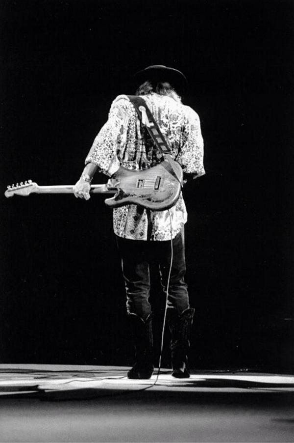 Remembering #StevieRayVaughan (10/3/1954 - 8/27/1990) #BluesHallOfFame  #TheSkyIsCryin https://t.co/xD29TLw3vm