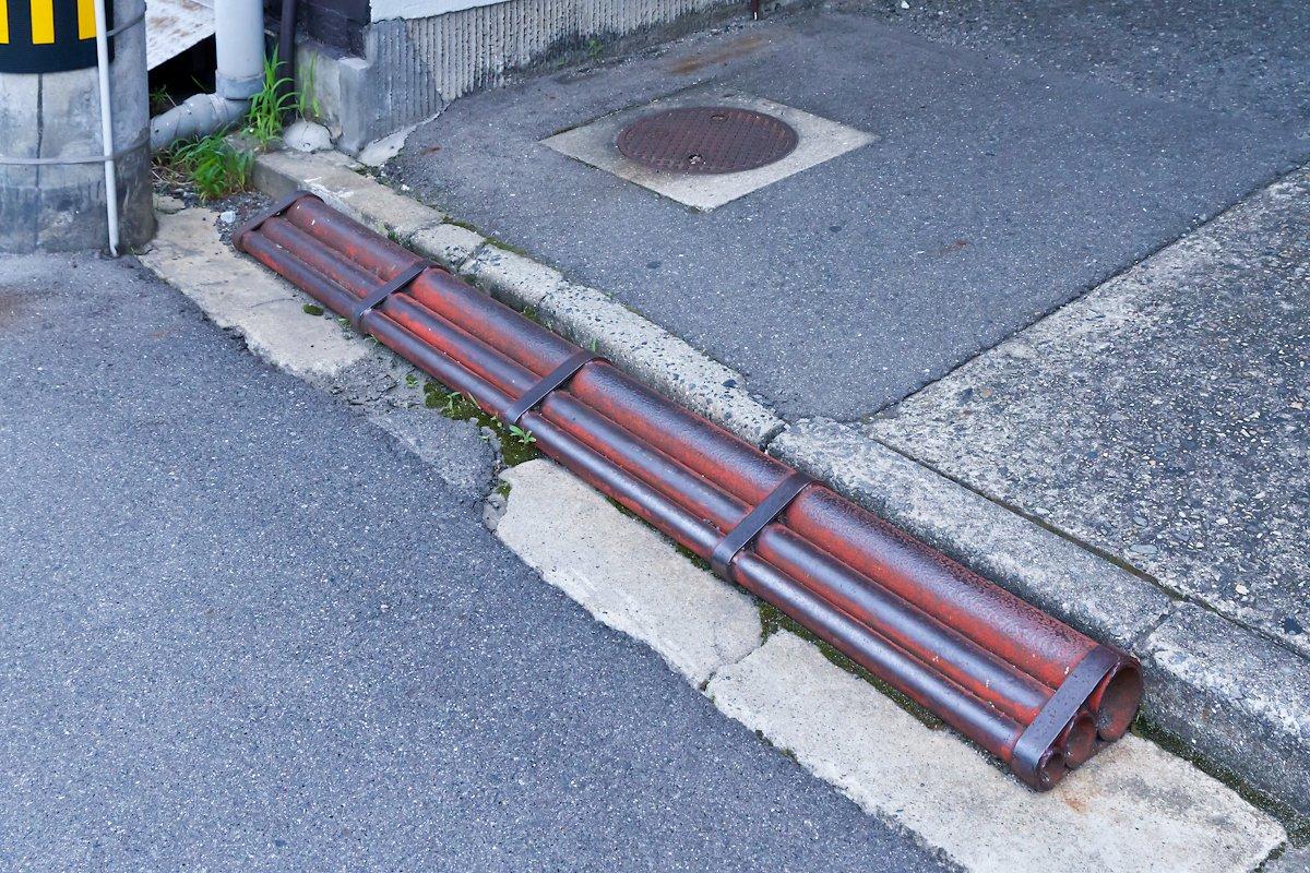 #鉄管スロープ 段差解消のために置かれる「鉄管スロープ」は、岡山県と広島県でしか確認されていません。例外的に他県からの報告が何件かありますが、ごく少数です。引き続き、各エリアでの目撃情報を募集しています。 https://t.co/vD6VkVgPTs