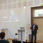 Künstliche Intelligenz: @TorbenVolkmann von @bluecue_de über #skynet #terminator u. wie #KI uns verändert #cimlingen https://t.co/8p0eiQTb7W