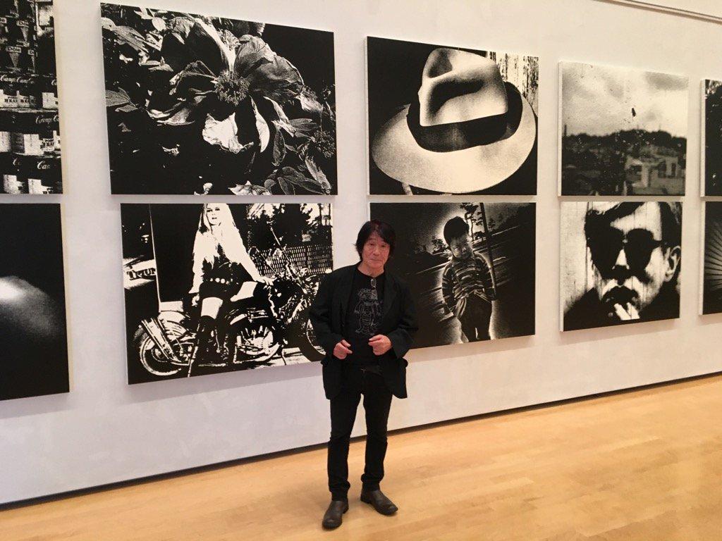 本日スタート! 森山大道展@兵庫県立美術館。 画像はシルクスクリーン作品の前に立つ森山さん。 https://t.co/MzJ88wCmwy