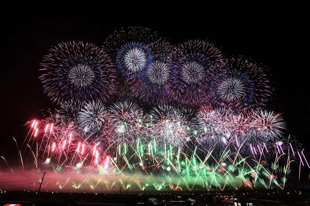 1万8千発、90回の節目華やかに彩る 大曲の花火 https://t.co/nzUkDJCRsB #akita https://t.co/bAM34J3oCZ