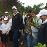 Miles de panameños participan de la #ReforestaPanamá en todo el país. https://t.co/7e0QQIQOhg
