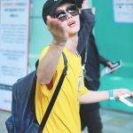 160827 김포공항 #석진 #진 #JIN #방탄소년단 #BTS @BTS_twt 손키스잘받아쑝~~!!❤️ https://t.co/vYAj2DPdb7
