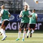 📷 Dos jugadores, a punto de debutar en partido oficial con el #VCFf ¡Vamos @luisnani y @MarioSuarez! #EibarValencia https://t.co/PEdd532LLO