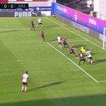 #EibarValencia 0-0 (40) ¡La que ha tenido Santi Mina! Solo y sin portero no pudo empujar el balón a gol #LaLiga https://t.co/oyFL6N50MH