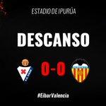 DESCANSO | Finaliza el primer tiempo. Mereció el gol el @valenciacf ⬇️ https://t.co/N3DbHd6HVR #EibarValencia https://t.co/rkWvan7sTp