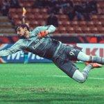 En verano se perdió parte de la gira del Milan por exámenes del colegio.Hoy convocado a selección Italia. DONNARUMMA https://t.co/S9uVzYaKNR