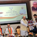 Welcomed Hon PM @narendramodi ji, @SushmaSwaraj ji, @arunjaitley ji & @AmitShah ji at Chief Ministers Conference. https://t.co/RG4x5fizMZ