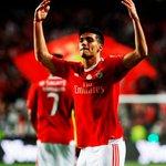 El mexicano @Raul_Jimenez9 con el Benfica: ✓ 14 goles. ✓ 4 asistencias. ✓ 1833 minutos. ORGULLO MEXICANO. https://t.co/tOjadT53AH