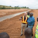 Min of @FMPWHng, @tundefashola Friday Aug 26 inspected ongoing Dualization of Oyo-Ogbomosho Road #GovtAtWorkNG https://t.co/0i81ZH7XpI