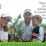 Quien planta un árbol no solo ama la tierra, pero también ama a su familia. #ReforestaPanamá. https://t.co/FnoWxGGvhH