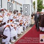 Wir heißen unseren geliebten Imam (atba) herzlich Willkommen in Deutschland! #KhalifaInGermany #JalsaGermany https://t.co/4mtYXts7k4